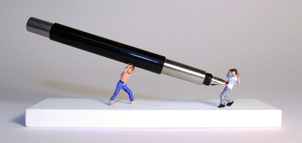 A caneta é mais poderosa que a espada